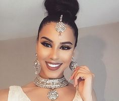 Ideas For Wedding Hairstyles Indian Muslim Arabic Makeup, Indian Bridal Makeup, Bridal Hair, Indian Hairstyles, Trendy Hairstyles, Wedding Hairstyles, Mehndi Hairstyles, Headpiece Jewelry, Head Jewelry