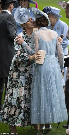 Kate Middleton joins the Queen's carriage procession at Royal Ascot Royal Ascot, Royal Uk, Estilo Kate Middleton, Kate Middleton Style, Pippa Middleton, Princesa Kate, Kate Middleton Prince William, Prince William And Kate, English Royal Family