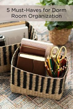 College dorm room organization hacks! 🧺 Tap the image to see all of our storage and organization ideas on today's blog. ✨
