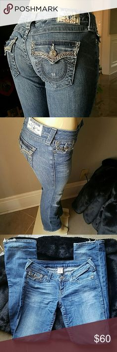 ? TRUE RELIGION JEANS ? Super nice true religion jeans the design is amazing in the back pockets !!! It's a mush have ???????? True Religion Jeans Straight Leg