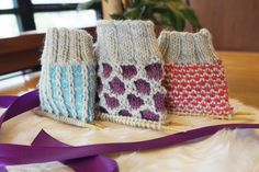 Pintoja ilman kirjoneuletta - Neulemedia.fi Knitting Stitches, Knitting Socks, Knitting Patterns, Hobbies And Crafts, Diy And Crafts, Arts And Crafts, Crochet Socks, Knit Or Crochet, Woolen Socks