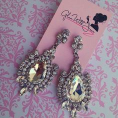 another pair of chunky earring..again, I don't like wearing these, but they look so glamorous,..