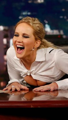 Jennifer Lawrence is either laughing too hard or something more naughty is going on. Beautiful Celebrities, Beautiful Actresses, Beautiful Women, Jennifer Lawrence Hot, Actrices Hollywood, Katniss Everdeen, Hollywood Actresses, American Actress, Foto E Video