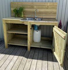 Outdoor Sinks, Outdoor Rooms, Outdoor Living, Garden Furniture Design, Diy Pallet Furniture, Rustic Backyard, Backyard Patio, Outdoor Potting Bench, Backyard Covered Patios