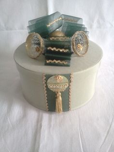 Green & Gold Silk Fabric Handcrafted Wedding Keepsake / Trinket Box #Weddings #Christmas #ChristmasGifts #KeepsakeBoxes