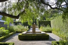 Australia-based garden designer Paul Bangay imposed classic European formality on historic, Spray Farm on the Bellarine Peninsula (an hour and a half& drive from Melbourne):
