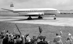 On May British Overseas Airways Corporation launched commercial air travel by jet, sending 36 passengers from London to Johannesburg on the de Havilland Comet, a four-engine aircraft. De Havilland Comet, Aviation Accidents, Flight Take Off, Rio, Luxury Jets, Air Machine, London Airports, Cargo Airlines, Heathrow Airport