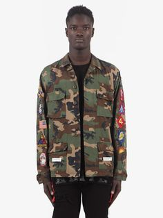 Discover Virgil Abloh's take on street fashion. Off-White has been defining the grey area between black and white since and has become an iconic brand for millennials Military Fashion, Mens Fashion, Streetwear Jackets, Off White Mens, White C, Virgil Abloh, New Man, Justin Bieber, Military Jacket