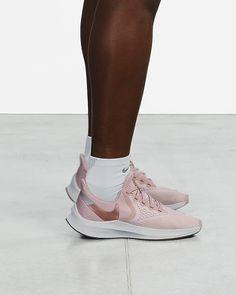 Nike Air Zoom Winflo 6 Women's Running Shoe. Nike.com Crossfit Challenge, Nike Running Shoes Women, Fluid Design, Air Zoom, Blue Fashion, Fun Workouts, Snug Fit, High Top Sneakers, Nike Air