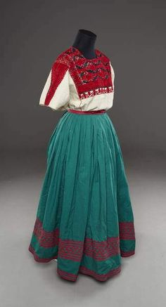 https://flic.kr/p/zRQ2Y3 | Mexican Clothing Museum | NOT MY PHOTO  I ran across this photo yesterday of a mannequin from the National Museum of Denmark. The Amuzgo skirt from Xochistlahuaca, Guerrero is correctly identified. But, the huipil is attributed to San Andres Tuxtla (a town in Veracruz state) rather than from San Andres Larrainzar, a Tzotzil Maya town in Chiapas, Mexico