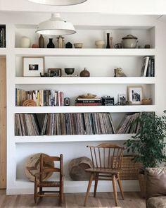 Cool Splendid Bookshelf Design Ideas For Home Scandinavian Bookshelves, Scandinavian Living, Small Bookshelf, Bookshelf Design, Corner Shelves, Wall Shelves, Cozy Reading Corners, Cozy Corner, My Living Room