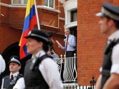 Assange crie « victoire » au balcon de l'ambassade d'Équateur à Londres !!! • Hellocoton.fr