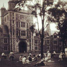 #ThrowbackThursday: Students taking an art class in the Law Quad, circa 1930. Bring on the warm weather, AA!