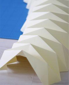 work-and-process: Weekend D.Y - Origami lampenkap Origami Diy, Origami Lampshade, Paper Lampshade, Origami And Quilling, Origami Paper Art, Origami Folding, Paper Folding, Diy Paper, Paper Structure