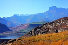 Drakensberg Mountain Range and Nelson Mandela Capture Site Day Tour from Durban Enjoy a guided day tour to the Drakensberg Mountain Range from Durban. See Bushman Paintings, the beauty of the mountains, the World Heritage Site of Giant's Castle as well as the Nelson Mandela Capture Site. Experience an area of South Africa like you've never done before alongside a knowledgeable local guide.The tour starts with you being collected from your Durban hotel and being driven to the b...
