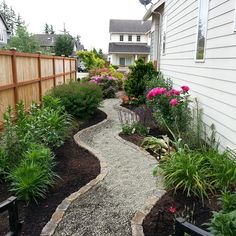 90 Beautiful Side Yard Garden Path Design Ideas – Wholehomekover – Famous Last Words Unique Garden, Easy Garden, Backyard Garden Design, Yard Design, Backyard Ideas, Garden Ideas, Patio Ideas, Seiten Yards, Small Yard Landscaping