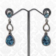 Swarovski druppels aqua  Mooie elegante oorbellen bestaande uit meerdere druppels en Swarovski elements kristallen