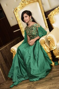 Wedding inspiration. – sangwanankita Cute Girl Dresses, Stylish Dresses For Girls, Stylish Girls Photos, Stylish Girl Pic, Beautiful Blonde Girl, Beautiful Girl Indian, Long Skirt Top Designs, Dehati Girl Photo, Little Girl Models