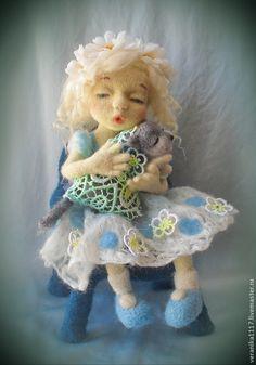"""Купить Войлочная кукла """" Колыбельная для Мурзика"""" - кукла ручной работы, девочка с котом"""