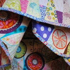 How to do Big Stitch Hand Quilting with Perle Cotton tutorial Hand Quilting Designs, Quilting Ideas, Quilting Board, Quilting Projects, Embroidery Designs, Quilt Border, Quilt Top, Needle Book, Quilt Tutorials