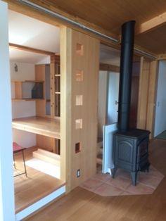 江の島の愛の家 2階の階段の上の狭小書斎は ご主人のお城です。