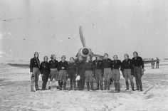 French pilots of the Normadie-Niemen Regiment posing in front of a Yak-3, 1944/45.