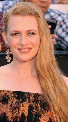 Mireille Enos' Twisted Side Sweep