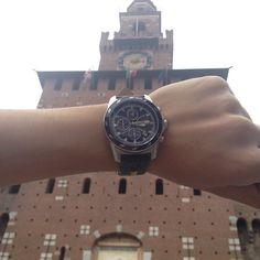 Martina Rossi davanti a Castello Sforzesco... Sincronizzazione perfetta con le lancette della torre!