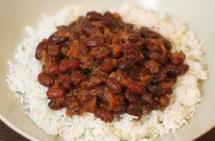 Tremper les haricots rouges une dizaine d'heures dans de l'eau froide - La cuisson : cuire à feu doux au minimum une bonne heure, voire une heure et demie.
