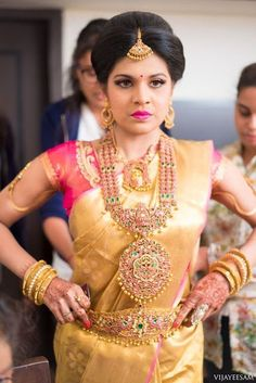 Bridal necklace styles every bride-to-be must know about before shopping her bridal jewellery. Trendy as well as traditional bridal necklace styles. South Indian Bridal Jewellery, South Indian Weddings, Indian Jewellery Design, Jewellery Designs, Hindu Weddings, Designer Jewellery, Designer Wear, Temple Jewellery, Jewellery Earrings
