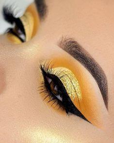 Shimmery yellow cut crease eyeshadow makeup Source by chicagosnatalie eye makeup Yellow Eye Makeup, Yellow Eyeshadow, Dramatic Eye Makeup, Makeup Eye Looks, Colorful Eye Makeup, Eye Makeup Art, Makeup Geek, Pretty Eye Makeup, Bright Eye Makeup