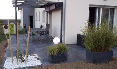 terrasse design dalles noires anthracite carrelage grès cerame 20mm  bambou salon jardin pergola alu