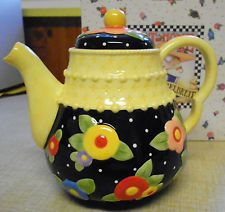 NEW MARY ENGELBREIT TEAPOT TEA BLOSSOMS 77259 COLLECTIBLE Kitchen Yellow, Tea Kettles, China Tea Sets, Mary Engelbreit, Chocolate Pots, Antique China, Teacups, Cup And Saucer, Tea Time