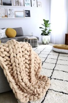 Nail Fall's Coziest Trends With These 20 Chunky Blankets to Buy or DIY | Brit + Co