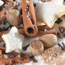 """""""Herkullista ja mehevää"""" Just Desserts Pähkinäherkku Ihastu kanelin, lämpöisten mausteden, muskottipähkinän ja vaniljan satumaiseen sekoitukseen. Oikea jouluherkku!"""