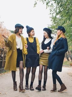 Similar look is a fashion trend in Korea to wear similariy with a group of friends   It is pretty much the same as twin look but wi...