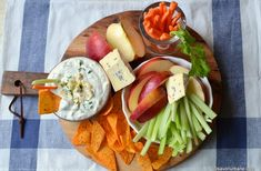 Sos de brânză albastră cu mucegai – rețeta de blue cheese dip (la rece) Hors D'oeuvres, Buffalo Chicken, Nachos, Chicken Wings, Dairy, Appetizers, Ethnic Recipes, Cheese Plates, Food