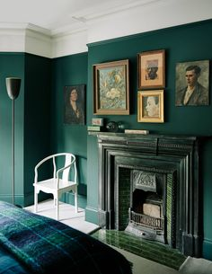 Designer Audrey Carden's transformation of her London house Interior designer Audrey Carden transformed her London house in just nine months, adding clever architectural features and bold decoration schemes. Gothic Living Rooms, Victorian Living Room, Living Room Decor, Victorian Bedroom, Bedroom Decor, Dining Room, Green Accent Walls, Dark Green Walls, Dark Walls