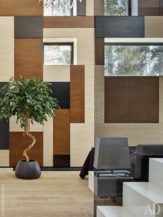 Для создания теплого интерьера архитекторы использовали дерево, в том числе…