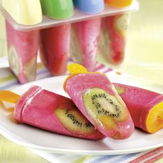 Du yogourt et une variété de fruits, voilà tout ce qu'il nous faut. Quatre étapes simplissimes pour se gâter sans remords!
