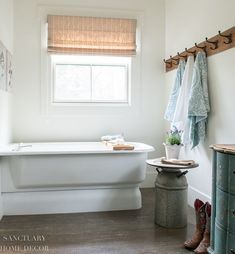 I have found an affordable and beautiful way to keep the bathroom stocked and looking great all season. Today I'm sharing my tips for how to create a spa-style guest bathroom that your company will love! Rustic Bathroom Decor, Rustic Bathrooms, Bathroom Styling, Romantic Homes, Elegant Homes, Walmart Home, Bright Decor, Bright Homes, White Towels