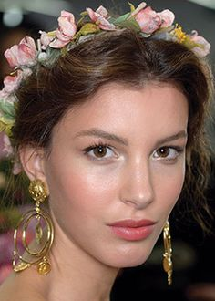 flarefashion:  Gallery: The Four Coolest Summer Beauty Looks EARTHY: Everything is abloom - Romantic hair and makeup received a floral touch—both literal and figurative. Budded crowns topped loose updos at Dolce & Gabbana, and cloth varietals, crafted by the designer himself, mingled with curls at Zac Posen.