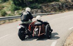 Yamaha XV 950 Yard Built -D-Side- 2015 - Fiche moto - Motoplanete Custom Cafe Racer, Bmw Cafe Racer, Cafe Racers, Deus Ex Machina, Bike With Sidecar, Mk1 Caddy, Surfboard Rack, Side Orders, Side Car