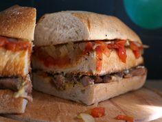 Así como cuando hay hambre y el relleno del #PanPaSandwich va de forma longitudinal. Porque o sea que tradicional el transversal.   #sándwich #sandwich #sandwichlover #PanComido #LabPanComido #hallazgosemanal #primerolacomunidad #pornfood #dinner by pan_comido