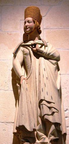 Beatriz de Suabia (Nuremberg 1205-1235 Toro). Reina consorte de Castilla (1220-1235) y de León (1230-1235) casada con Fernando III el Santo, padres de diez hijos, Alfonso X el Sabio, Fadrique de Castilla, Enrique de Castilla el Senador... Hija de Felipe duque de Suabia y rey de los Romanos y de Irene Angelo hija del Emperador de Constantinopla (Isaac II Angelo). Se educó con su primo Federico II Sacro Emperador Romano Germânico. Representada en escultura del S.XIII del claustro Catedral…