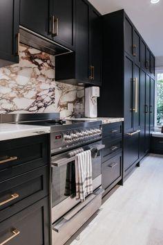 Black Kitchen Island, Farmhouse Kitchen Island, Black Kitchen Cabinets, Black Kitchens, Home Kitchens, Maple Cabinets, Gray Cabinets, Home Decor Kitchen, Kitchen Interior