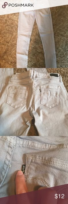 Lavender Levi Skinny Jeans These look khaki colored but they are actually a very light lavender color. Levi Skinny Jeans worn a few times. No damage or stains. Levi's Jeans Skinny