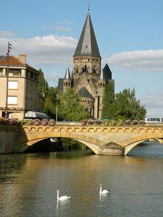 Le Moyen Pont et le Temple Neuf, Metz, Lorraine, France