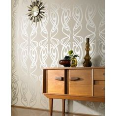 Designed by Barbara Hulanicki. Classic art nouveau style, with curves in all the right places! & is one of famous designer Barbara Hulanicki& classic wall Classic Wallpaper, Metallic Wallpaper, Geometric Wallpaper, Wall Wallpaper, Amazing Wallpaper, Wallpaper Ideas, Feature Wallpaper, Retro Wallpaper, Crazy Wallpaper