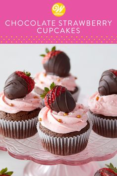 These mouth-watering chocolate cupcakes are beautifully topped with strawberries dipped in rich chocolate to make the ultimate dessert. Valentines Day Desserts, Cute Desserts, Desserts To Make, Delicious Desserts, Valentines Baking, Fondant Flower Cake, Cupcake Cakes, Bunny Cupcakes, Fondant Rose